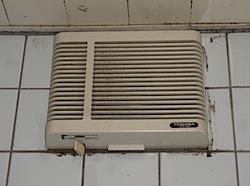 「換気扇が古くなって音が大きくなったので。」と茅ヶ崎の「I」様から 換気扇の交換を依頼されました。 そういえば、最近横浜市の「N」様の浴室換気扇とトイレの換気扇を取り替えました。 何でも古くなると音が大きくなるものですね […]