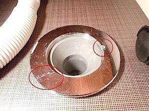 茅ヶ崎市「Y」様邸で今度は洗濯機排水口から水漏れがあるとおうがいしました。 早速、写真を送って貰いますと、洗濯機排水口の接続口の取り付けビスが外れてぐらつき、 接続がゆるくなり漏れています。固定のしようがありませんので […]