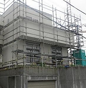 東京都町田市「O」邸の外装が完了しましたので、台風が近づく事もあり、ネットを外しました。 ネットがはずれる、足場がはずれると完成間近だなぁ。と言う気がします。 ーーーーーーーーーーーーーーーーーーーーーーーーーーーーーー […]