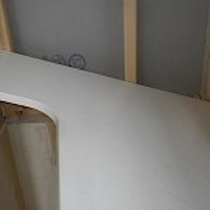 東京都町田市「O」様邸の大型リビングカウンターを取り付けました。 アイカ製リンクルエッジカウンターで面材は表面:K6000KG、小口:EB5414G 巾が925ミリ、長さが2475ミリの大型ですので重量も有り取り付けが大 […]