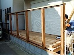 茅ヶ崎市Y邸のウッドデッキの製作中(大工さんが写ってしまいました_(^^;)ゞ) 一階居間から段差なしですぐにウッドデッキに出られます。 日当たりもいいので冬には天気のいい日には日光浴もできますし、 小さいお子さんが遊ん […]