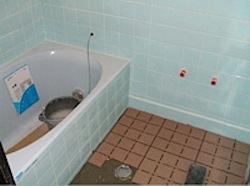 浴室リフォームのタイル張りが完成間近です。 タイル張り後はシ […]