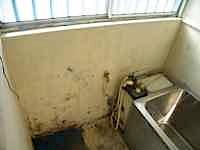 増やしたスペースに洗面所を増設してイメージが大幅に変わりました。 いままで台所の横に製作の洗面台が有ったのですが、小物を置くスペースがありませんでした。 今度は洗面化粧台のスペースが有るので朝晩の身支度が楽になると思いま […]