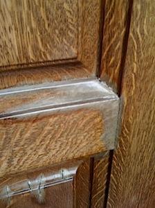 大手住宅機器メーカー「Y」社製の木製高級玄関ドアです。 塗膜が7年ごとぐらいにはがれてしまい、メーカーに頼んで塗り直しをするそうですが その都度、玄関戸をはずして工場に持って行き塗り直しをするので、仮設の玄関ドア代替品を […]