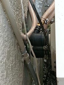 浴室をタイル → バスユニットに交換するときにはバスユニットは出湯口がひとつですので 給湯器の出湯口をそのまま使うかどうかが問題になります。その問題とは、 給湯器の強制循環式出湯口を使うか、自然循環式の出湯口を使うかとい […]