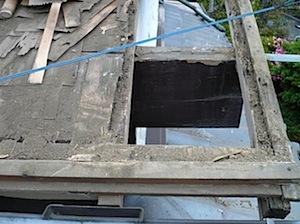 横浜市戸塚区の「Ko」様から瓦屋根の修理を依頼されました。 築年数が経っていることもありますので屋根周囲が痛んできています。 屋根部分で傷みやすいのが、軒先ケラバ破風です。 その中でも以前の仕様で木材が露出している部分は […]