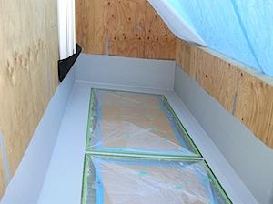 FRPグレーチング+強化ガラスにリボール防水を巻いたところです。 この防水ではガラスの伸縮に追随し雨漏れのしにくい方式を採用しています。 この工事の注意点は、オーバーフローとガラスの継ぎ目にもリボール防水をするところです […]