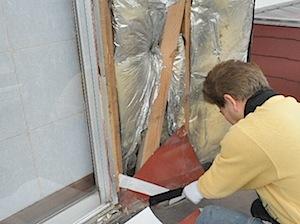 茅ヶ崎市の「I4」様の外壁修理の模様です。 防水が完全でないところがありましたので、雨が差し込んで 長い間に腐りが進んでいったものと思います。点検しながら修理しました。 1──────────2  3───────── […]
