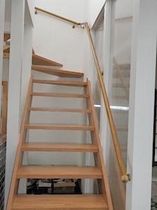05/13 ウッドデッキの取付 洗濯物が干しやすいようにウッドデッキを取り付けました。 1──────────2  3 ウッドデッキ ウエスタンレッドシダー製 階段丸棒手摺 蹴込みの無い化粧階段です 外壁のポスト口か […]
