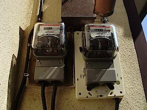 茅ヶ崎市の「B」様宅に買電メーターが取り付けられました。 これで、太陽光発電、ソーラーパネルで発電した電気を東京電力に売ることが出来ます。 あわせて発電状況、使用電気状況を示すモニターも設置されましたので 現在の状況をつ […]