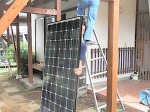 茅ヶ崎市「B」様宅へ太陽光発電、ソーラーパネルを設置しました。 建物自体が古いので電気の幹線を張り替えて、ノーヒューズブレーカーも古くなっていたので 同時に取り替えました。 このあと、後日東京電力の検査を受け、売電メータ […]
