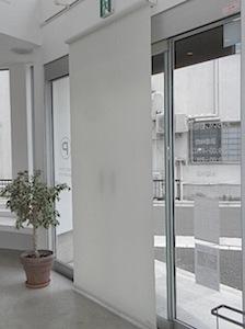 鎌倉市「O」様宅に電動ロールスクリーンを設置しました。 動物病院をなさり、日中休憩時間がありますので頻繁にロールスクリーンを上げ下げします。 毎日頻繁に使用するものは電動のほうが何かと便利だと思います。 ーーーーーーーー […]