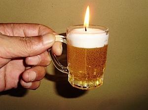 故人仏前に供えるという事でお盆用にお仏壇の長谷川からカメヤマローソクの 故人の好きなものシリーズ、生ビール風のローソクを買ってきました。 たしかに生ビールのように見えます。酒好きな故人が喜んでいる事でしょう。 水物、生も […]