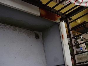 <p>12/19-2 バルコニーの塗装<br /> 築年数がある程度になりますと、いろいろなところが錆びてきます。<br /> こちらの「Si」様邸も例外ではありません。<br /> 錆びた部分をケレン(掻き落とす)して下塗り、仕上げをします。<br /></p>