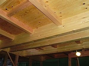 当社では水平耐力の強化、大工作業中の安全性を考えて、構造用合板床板厚さ24ミリ仕様の ネダレス工法という、口径が大きい材床組み材のみのやり方を採用しています。 基礎、外壁、床でパーツごとに見た場合在来木造軸組工法ですと基 […]