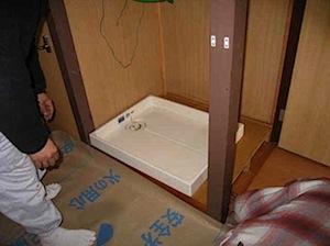 2008年に工事させていただいた現場の再掲です。 1──────────2 3──────────4 5──────────6 玄関部分施工前 玄関部分がCF(クッションフロア)の金物で押さえてあります。 住宅の顔の部分 […]
