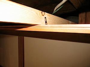 和室の天井が一部色変わりが出たということで張り替えの依頼をいただきました。 1──────────2 3──────────4 5──────────6 既存天井。色変わりが出ています 既存天井をはがしたところ 天井が大 […]