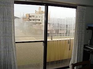 2010年に工事させていただいた現場の再掲です。 インプラスというインナーサッシを取り付けて二重窓にして結露を防ぎます。 サッシ枠ごと交換した方が早いかな。という考えもありますが、 たいていのマンションでは、管理組合の管 […]