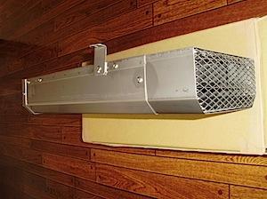 ガス屋さんから隣地境界にガス給湯器の吹き出し口が近いので アタッチメントを付けてほしいと言われましたので取り付けました。 導風板の詳細は下記からご覧ください。 [From 「導風板」の検索結果 | 梶原工務店社長ブログ1 […]