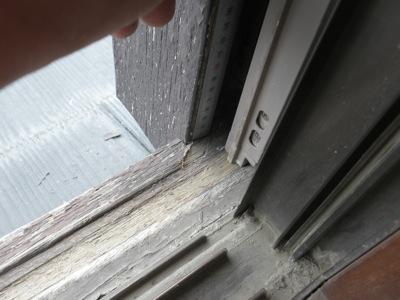 藤沢市の「O」様邸に点検で伺ってきました。昭和56年築だそうで、築30年超になります。 十年少し前に一度外壁を塗られているそうですが、木部の塗装のはがれが至る所にあります。 こちらのお宅も多分に漏れず、雨戸レールがすり減 […]