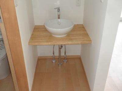 茅ヶ崎市「I3」邸の二階洗面カウンターです。 施主であり、設 […]