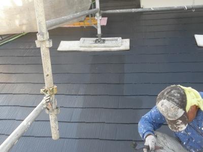 藤沢市の「Y2」様宅の工事の進捗を確認するために途中経過を見てきました。 最近では、台風がらみの雨が続いていますので、外部の仕事はなかなかはかどりません。 屋根、外部の仕事の辛い時です。屋根の塗装を見ていると、一部に塗り […]