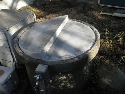 井戸のコンクリート製蓋