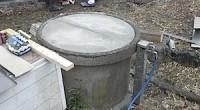 井戸の外枠が楕円で閉まらなかった蓋をコンクリート用のサンダーの刃でカットしました。 コンクリートの製品はカットすると角が欠けてしまう恐れもあって、 なるべく既存のままのほうが、開閉しやすいこともありますから、 そのほうが […]