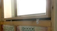 平塚市「M」様邸にて、大工と休憩中の話で窓額縁の固定に「楽枠君」という金物があるので 取り寄せられないかと言う話がありました。 どうしてそう言う事が出たかと言いますと、写真のように額縁と窓台、窓マグサの間には 少しの隙間 […]