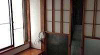 「ガイナ」の自宅内壁塗装が完了しました。まだ若干匂いが残っています。 二三日すると無くなるという事ですので少しの辛抱になります。 基剤とセラミックビーズが元々持っている色が白色系ですので室内が明るくなった気がします。 日 […]