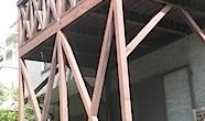 藤沢市の「W」様邸の木製バルコニーの塗装工事の依頼をお受けしました。 年数が経ったこともありますから、色褪せ、退色がすすんでいます。 防腐効果のある薬剤を加圧注入した材で製作されたそうですが、 それでも木材ですから腐朽が […]