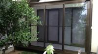 東京都町田市「I」様邸のサンルームの完成直後の写真です。 工事のかたにタイミング良く撮ってもらい、メール添付で受け取りました。 私は施工前と施工後の写真を必ず撮るようにいつも職人さんにお願いしています。 さすがにデジカメ […]