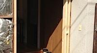 藤沢市の「W2」様邸の玄関ドアを交換しました。 新築時にリフォームの事も考えて作業をする事はまずありません。 ですので、玄関ドアの取り外しには相当の手間がかかります。 新築時では最初に玄関ドアを取り付けてから、その後の作 […]