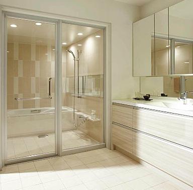 ガラス仕切り浴室