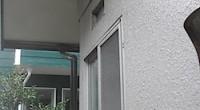 ユニットバスのウェザーカバー取り付けが終わりましたので、外壁の補修をしました。 外壁に取り付いていた金具を外したり、以前の自然換気口も使わなくなったのでふさいで塗装です。 なるべく違いが目立たない色でパターン付けの上タッ […]