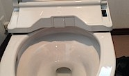 茅ヶ崎市「N2」様邸のトイレの取り付けが終わった時に、施主様からトイレの掃除の件で 便器とウォシュレットとの隙間をどうやって掃除をするのか?とお尋ねがありました。 通常リフトアップするのだけど?と部品を探していると向かっ […]