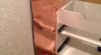 こちらの茅ヶ崎市「K9」様邸で私が一番頭を悩ませたのがこのように洗面化粧台を 以前のスペースに入れる事でした。断面がコの字型になっているところにピッタリの寸法のものは 建物に微妙なねじれがあるためにはいりません。それをき […]