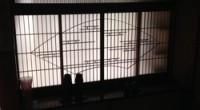 茅ヶ崎市の「D」様の修理のお打ち合わせに伺ったおりに、書院と組子欄間を見てきました。 和室自体が少ないので今では床の間はもちろん書院を見る事は滅多にありません。 ある程度大きい和室で床の間があり、なおかつ広い庭が無いと映 […]